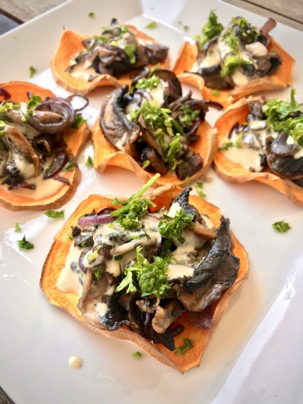 torradas de batata doce e cogumelos